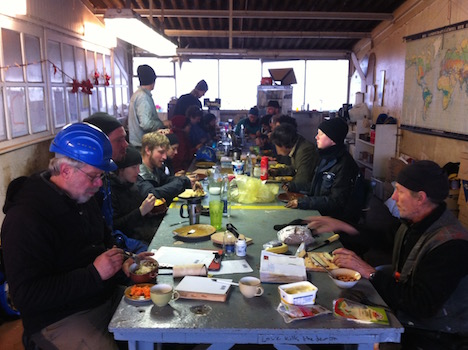 The Avontuur work crew breaks for lunch - photo Jan Lundberg